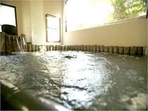 チェックイン当日は女性 翌朝より男性が利用可能な交代制の内湯