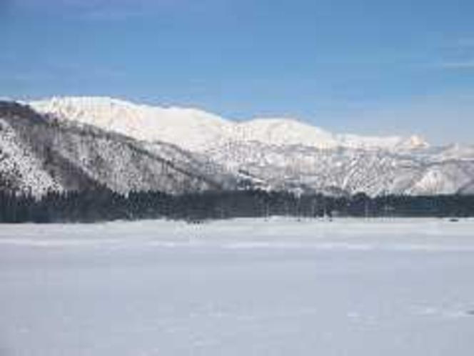 雪原より白馬三山を望む