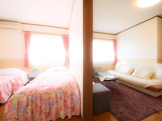 リビングとベッドルームセパレートタイプのジュニアスイートルーム。