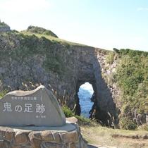 【鬼の足跡】当館から車で約30分。岩に空いた大きな穴!壱岐の観光名所の一つです♪