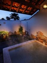 星空を眺めながら贅沢な貸切温泉!