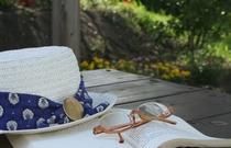 OPA菜園でのんびり読書はいかが?