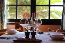 南仏の小部屋を思わせるレストラン「カンパーニュ」