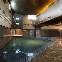 湯量豊富な大浴場【梅の粧・三角風呂】