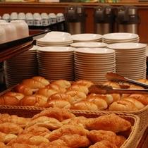 30種以上のメニューが揃う朝食バイキング(料理一例)