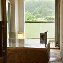 3種類の中からご利用頂ける貸切温泉家族風呂【玉英】は、秋保の里山を眺めながらお寛ぎ頂けます。