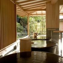 趣の異なる16趣の一つ『水心鏡 陶器風呂』