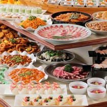 華やかなお料理が並ぶ期間限定ファミリービュッフェ一例