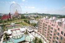 ホテルより遊園地の眺め