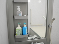 【浴室】 ボディーソープやシャンプー等設置しております