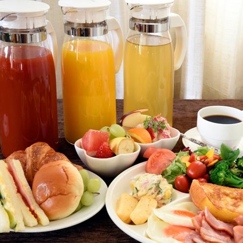 朝食は日替りで和食も洋食もあってメニュー豊富!