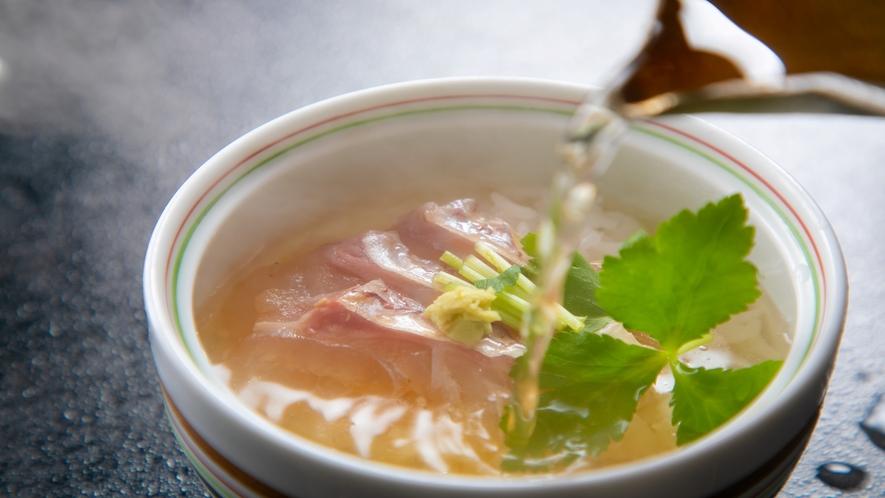 【朝食】名物 一番出汁のみでおつくりする鯛茶漬け