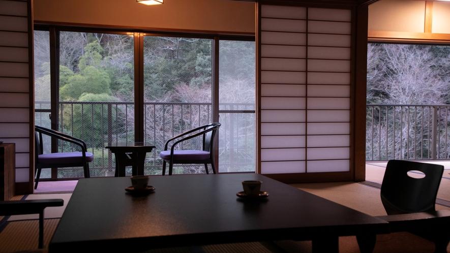 【川側デラックスルーム】10畳+10畳+広縁付き、景観良好な客室