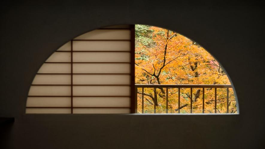 【秋】川側客室からの眺め
