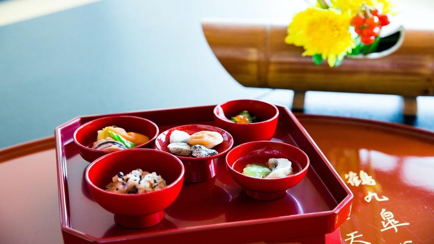 【オプション】お食い初め祝膳。4400円。男女其々のご用意がございます。
