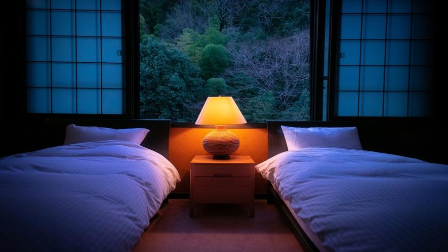 【露天風呂付貴賓室】川側 和室10畳+ツインベッド付洋室