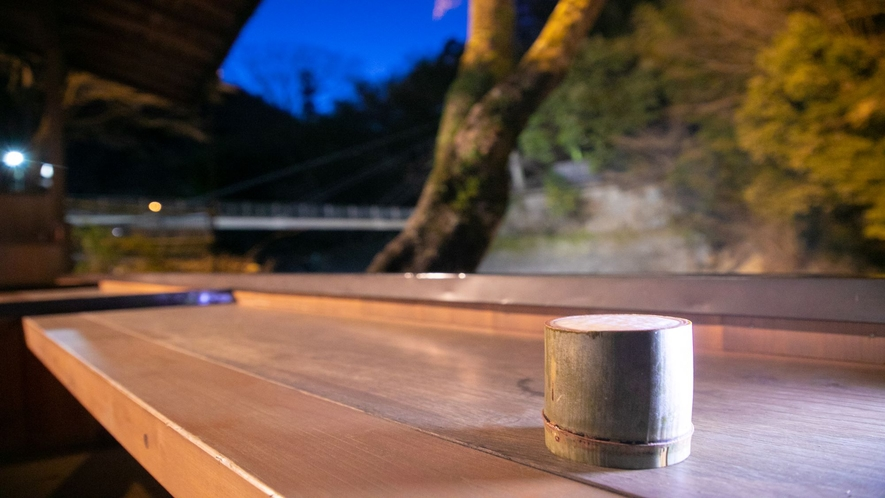 【湯上りドリンクサービス】竹のグラスでの生ビール