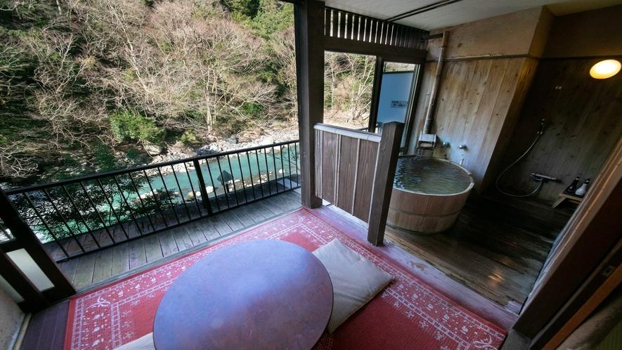 【8畳+4.5畳露天風呂付客室】山さびの間。当館一開放的なお造り