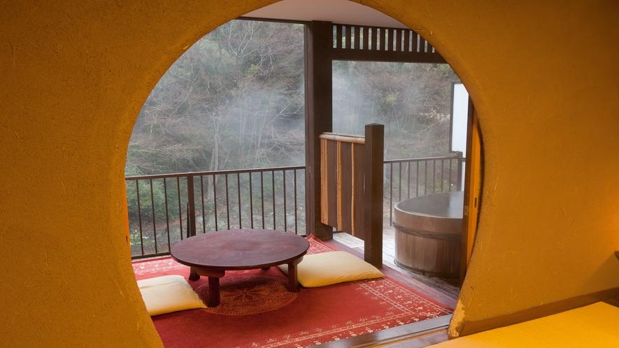 【冬】8畳+4.5畳露天風呂付山さびの間。