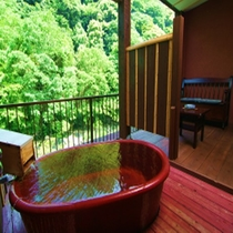 【8畳+4.5畳露天風呂付客室】観月の間。当館一開放的なお造り