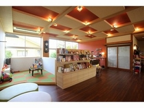 【ロビー】キッズコーナー、ギャラリー、お土産コーナー、色浴衣コーナー