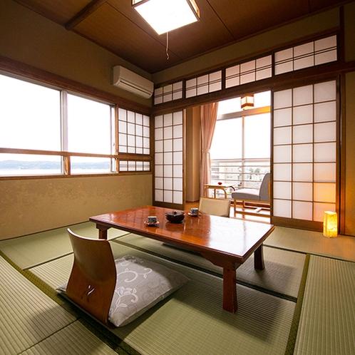 ■【遠くに七尾湾を望む】8畳の和室