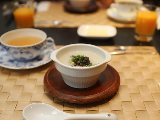 朝食の玄米がゆ