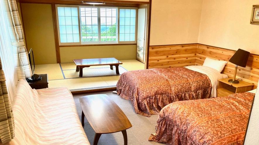 ・【和洋室一例】畳の間で寛ぎ、ベッドでぐっすり眠れるお部屋です