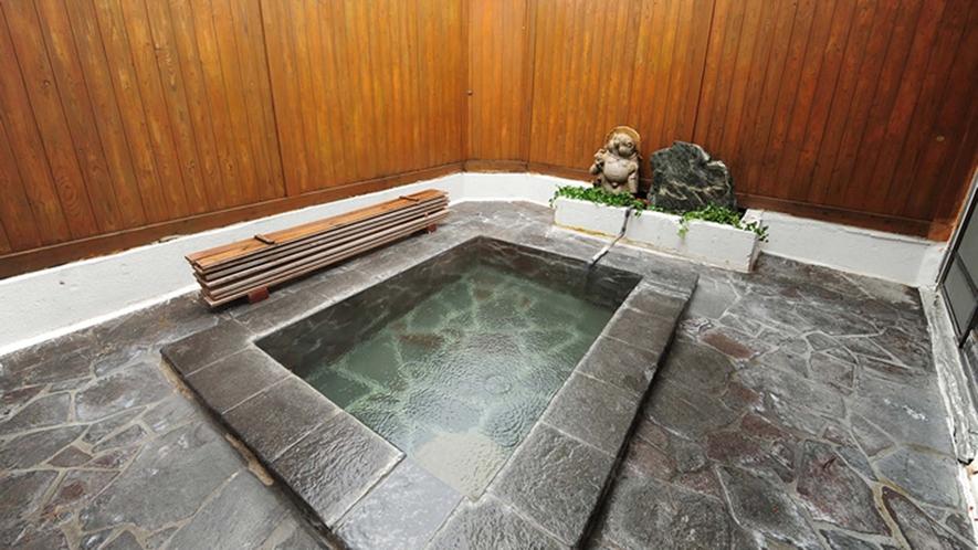 ・【露天風呂一例】冬には雪見風呂が楽しめます