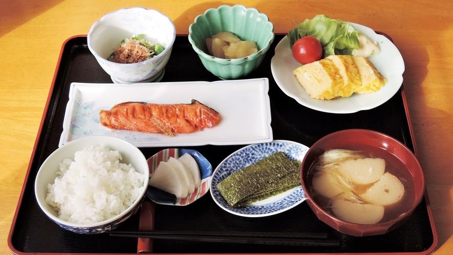 *【ご朝食一例】自家栽培の季節の食材、お米、味噌。身体に優しい和食をご用意致します。