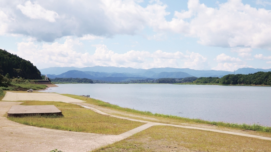 *【御所湖】当館から車で約10分。総合レジャースポットとして親しまれている人造湖です。