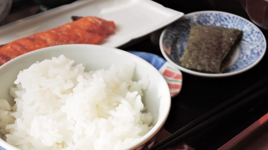 *【ご朝食一例】丹精込めて作った美味しいお米は炊き立てをどうぞ!