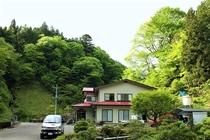 新緑の小滝鉱泉全景
