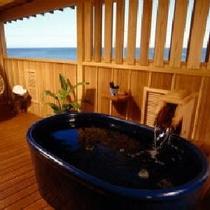 【新渚感☆海sea】露天風呂・海を眺めながらお風呂に浸かり お風呂上りはデッキチェアーでのんびりと~