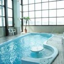 ☆展望スパ【スパラダイス・ビュー】温水プールは8メータと小ぶりですが 明るくて開放感いっぱいで!