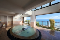最上階の露天風の展望風呂【夢幻mugen】海を見下ろしながら 白い雲と海鳥たちに語りかけるひと時を♪