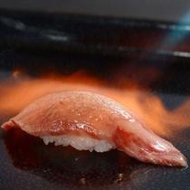 A5限定☆黒毛和牛の炙り鮨 絶妙の鮨飯に特選リブロース 本ワサビを添えて頂きます・・☆