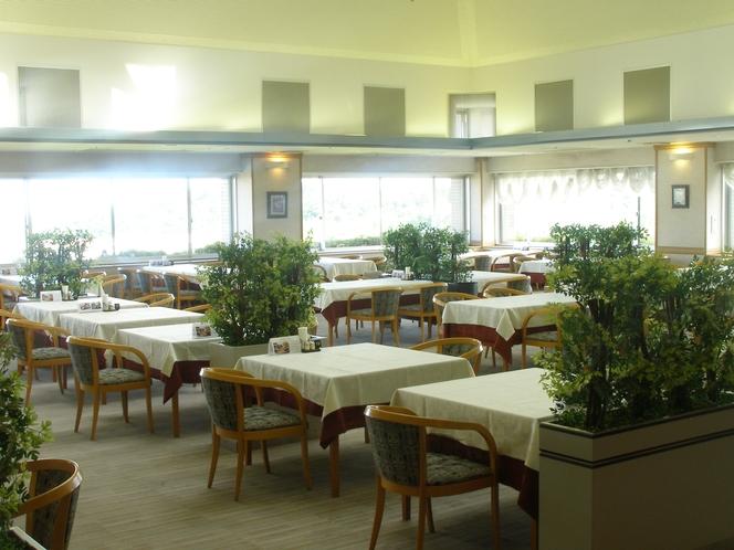 広々とした空間で、八戸を味わえるレストラン【150席】