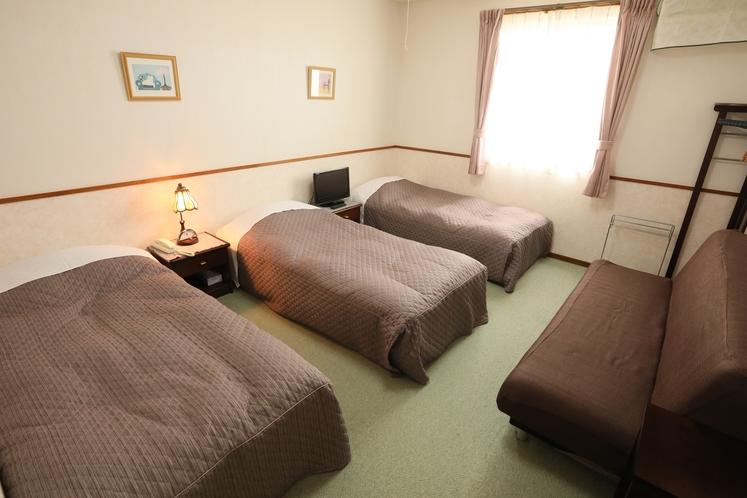 トリプル+ソファーベッド