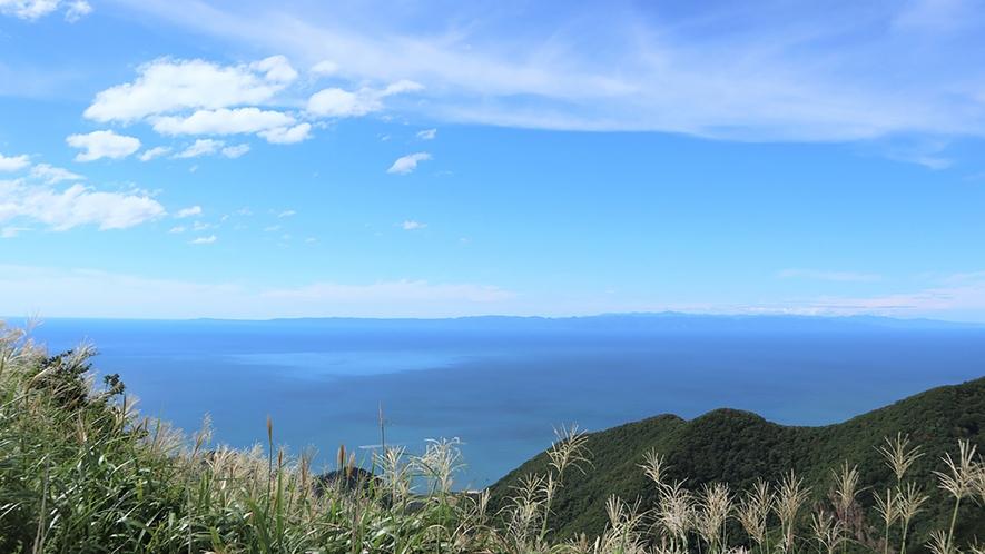 弥彦山から見た絶景の日本海