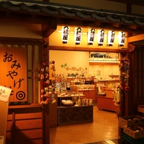 売店1(オーガニック食品、化粧品、衣類と多数ご用意してます♪品揃えの多さに皆さんよく驚かれます)