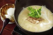旬の甘鯛とおぼろ豆腐の豆乳鍋