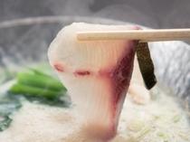 冬の味覚の定番!鰤を当館オリジナル豆乳出汁のしゃぶしゃぶ