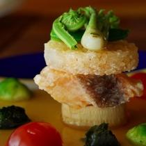 揚げた真鯛とカリカリおこげのあおさ餡