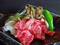 秋の味覚舞茸と国産牛肉の秋の香り漂う朴葉焼き