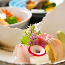 【料理一例】季節ごとに、旬の海の幸をお刺身でお出ししております。ぜひご賞味ください