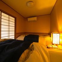 【客室一例】ベッドをご用意しているお部屋では、寝起きを楽に行っていただけます。ぜひご利用ください