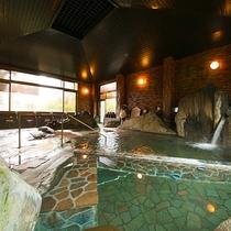 【大浴場】広々とした大浴場には寝湯もございます。首や肩をリラックスさせながらご入浴いただけます
