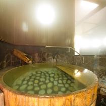 【大浴場】絹のように優しく肌を包み込んでくれる元湯の湯。湯上り後のお肌の違いをお確かめください