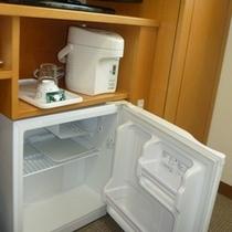 デスク下には冷蔵庫も完備!中身はお客様にてご準備下さい。